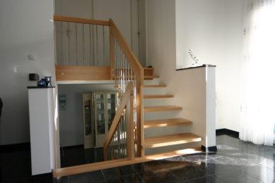Holztreppe mit Ecken - Holzbau - Holzhaus - Holzsystembau - PM Mangold