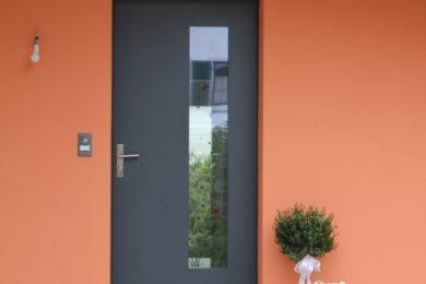 helle Aussenwand mit Holzbalken - Holzbau - Holzhaus - Holzsystembau - PM Mangold