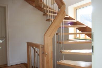 Holztreppe mit Kanten - Holzbau - Holzhaus - Holzsystembau - PM Mangold