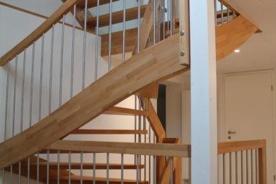 Holztreppe mit Kurven - Holzbau - Holzhaus - Holzsystembau - PM Mangold