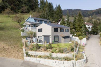 heller Holzbau mit Garten - Holzbau - Holzhaus - Holzsystembau - PM Mangold