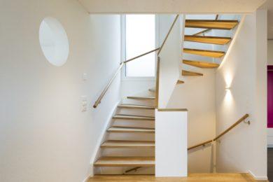 Holztreppengeländer mit Stufen - Holzbau - Holzhaus - Holzsystembau - PM Mangold