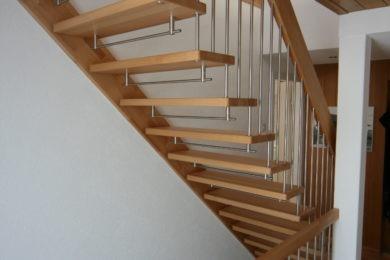 Holztreppe mit Holzgeländer - Holzbau - Holzhaus - Holzsystembau - PM Mangold