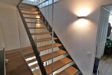 grüne Holztreppenstufe - Holzbau - Holzhaus - Holzsystembau - PM Mangold