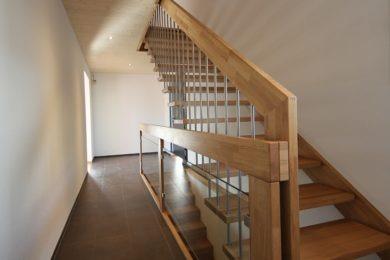 Treppengeländer mit Holzbalken - Holzbau - Holzhaus - Holzsystembau - PM Mangold