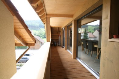 hölzerner Durchgang - Holzbau - Holzhaus - Holzsystembau - PM Mangold