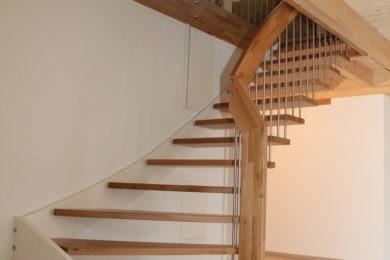 Treppe mit Holzgeländer - Holzbau - Holzhaus - Holzsystembau - PM Mangold