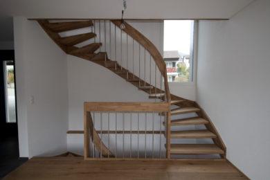 Schreinerei-Freitragende-Treppen-01-Ormalingen-145
