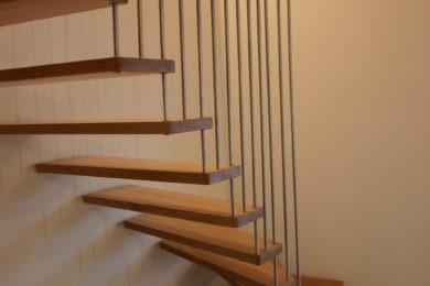 Schreinerei-Freitragende-Treppen-02-Rothenfluh-010
