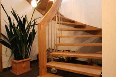 Schreinerei-Freitragende-Treppen-03-Ormalingen-062