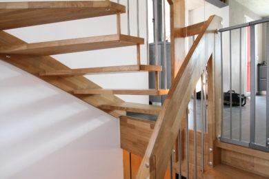 Schreinerei-Freitragende-Treppen-03-Ormalingen-065