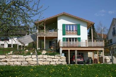 Holzhaus im Frühling - Holzbau - Holzhaus - Holzsystembau - PM Mangold