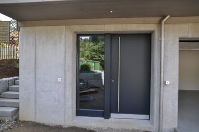 Aussentüre aus Holz - Holzbau - Holzhaus - Holzsystembau - PM Mangold