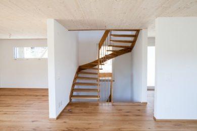 Holzraum mit Holztreppe - Holzbau - Holzhaus - Holzsystembau - PM Mangold