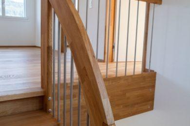 Holztreppe mit Geländer - Holzbau - Holzhaus - Holzsystembau - PM Mangold