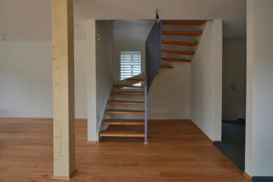 Treppe mit Holzbalken - Holzbau - Holzhaus - Holzsystembau - PM Mangold