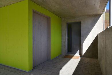 giftgrüne Holzwand - Holzbau - Holzhaus - Holzsystembau - PM Mangold