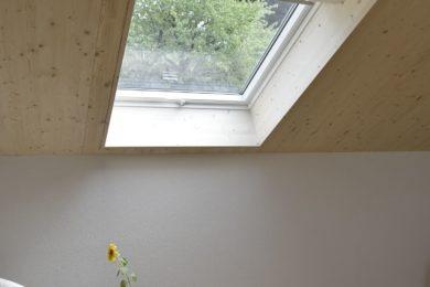 Wanner_Lampenberg_Aufstockung_Holzbau_Elementbau_Umbau_Dachfenster_Holzfassade_Bruestungswangentreppe_Eichenparkett0014