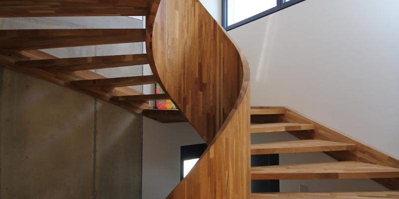 Die verschiedenen Arten von Holz für die Holztreppe und ihre Eigenschaften